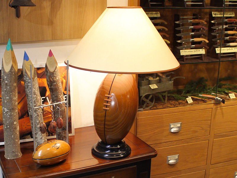 ballon lampe de rugby l 39 art la mani re de la tradition couteli re la coutellerie le p rigord. Black Bedroom Furniture Sets. Home Design Ideas